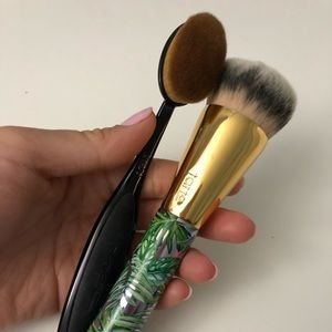MAC & Tarte Foundation Brush Set